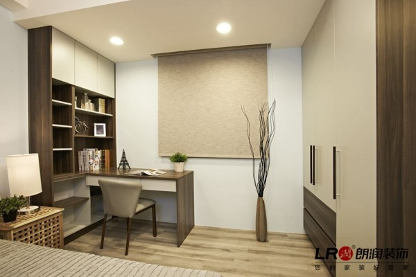 简单书房的处理,其实相当于客人的房间,也可以在这里休息。