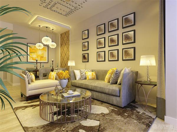 客厅是主人品位的象征,电视背景墙采用了T字形的造型设计,外面铺贴了欧式风格的壁纸,内部镶嵌灯带。
