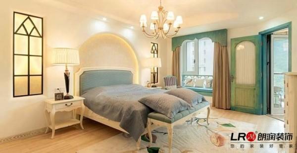 卧室的感觉也是温暖舒适极了,设计师颜色搭配适宜完美,真的有大海的深邃的味道噢!