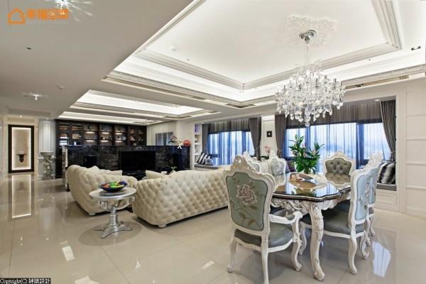 书房、客、餐厅构置同一轴线,让公共空间尺度宽广而视野无碍,电视矮墙使用灰金锋大理石引出奢华质感。