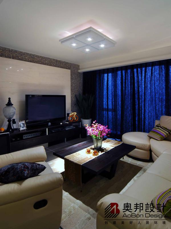 现代风格的居室重视个性和创造性的表现,即不主张追求高档豪华,而着力表现区别于其他住宅的东西