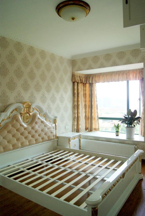 大气欧式风格的床,床垫还没铺上