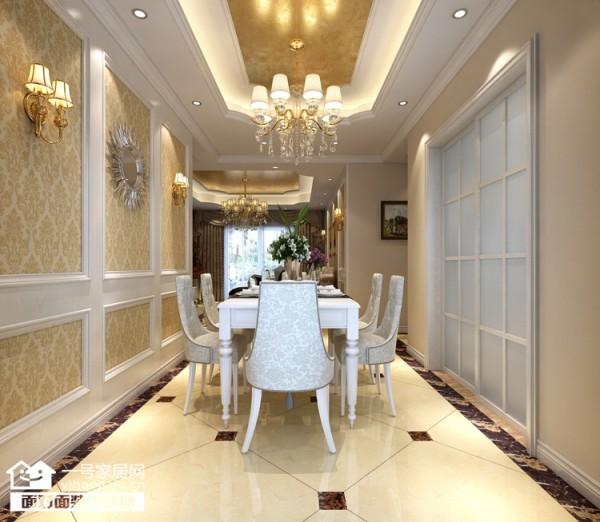 在餐厅中运用了大气的吊灯与吊顶,而餐桌也采用欧式元素的精美形态所打造让这魅力的空间内承载着更多的优雅气质。