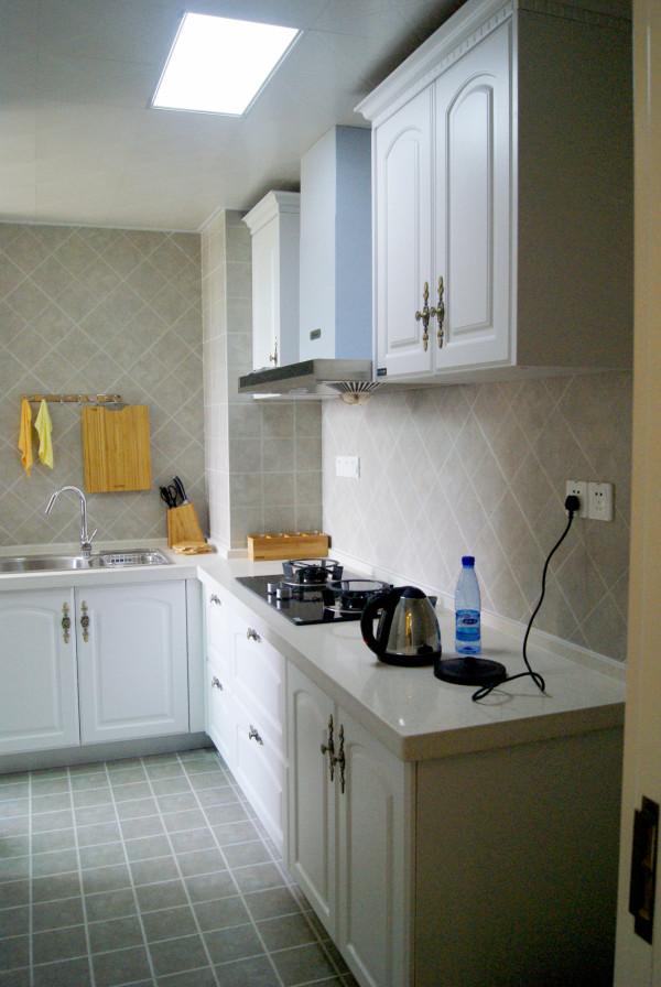 白色橱柜,干净整洁