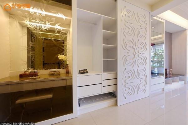 烤漆白色的雕刻图腾,跳脱常见的华丽想象,营造与生活理念呼应的优雅气质。