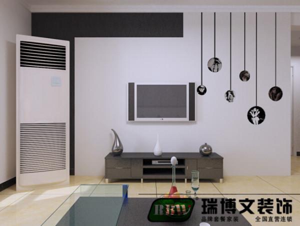 电视墙是用黑色和白色的搭配,也整体的一个效果搭配