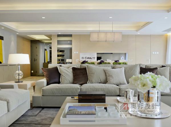 本套图把家的舒适感描绘的使人身临其境, 让我们更加坚定对家 的渴望, 好的设计就是设计师很随性的一种表现, 但不会让别人 觉得随意,给人一种归属感,那样才会想要拥有