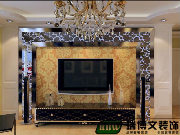 电视墙的正面造型和很有金属质感的烤漆玻璃和顶上的石膏板的吊顶不知道您喜不喜欢这种搭配呢,