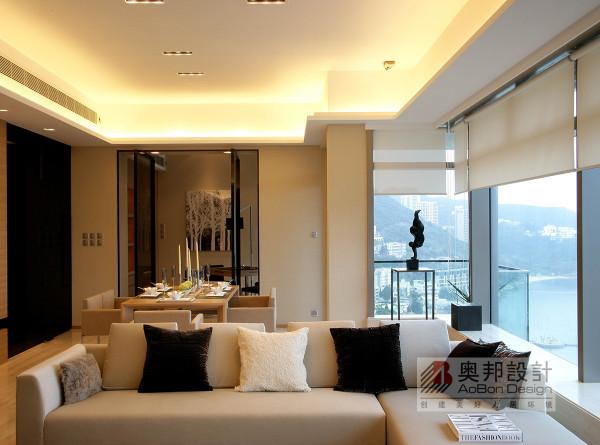 电视背景墙做的 造型, 既简单又大方, 再加上灰色,配上顶 部照下来的灯光