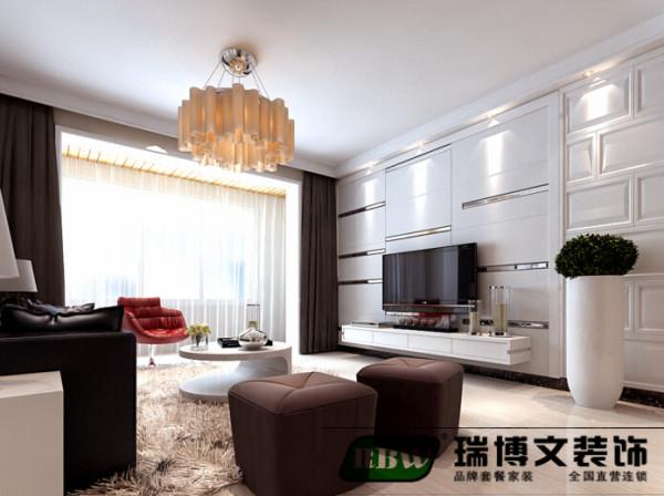 电视背景墙和阳台的纱帘搭配是整体的感觉比较干净,造型点到为止