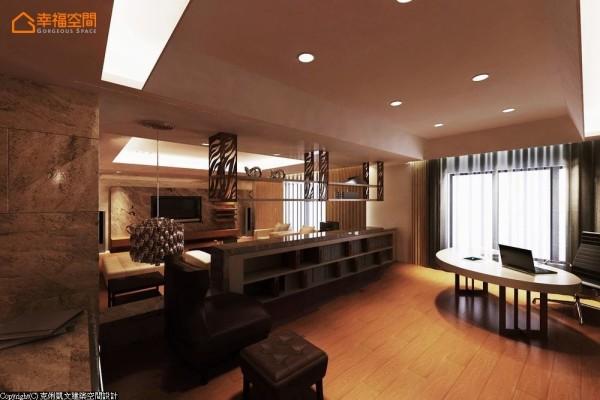 透过架高地坪,以及矮柜、展示架所形成的区隔分野,维持着开敞延伸的格局弹性。