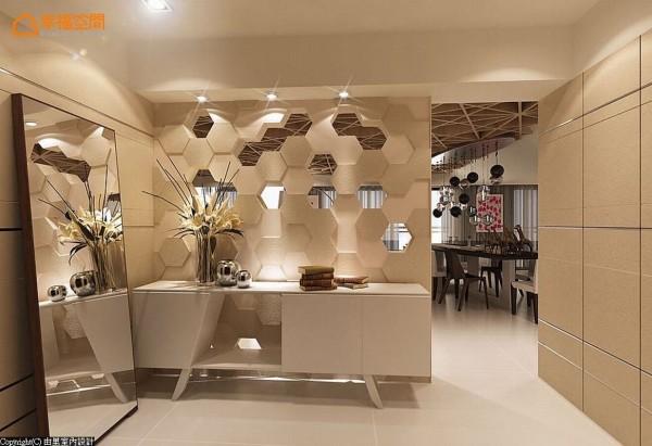 亦作电视主墙使用的玄关隔屏,利用大理石、复古镜、木作等多样材质,诠释蜂巢的立体层次,于镂空与镜面夹叙间,顾及美观、段落区隔、穿透感等需求。 (此为3D合成示意图)