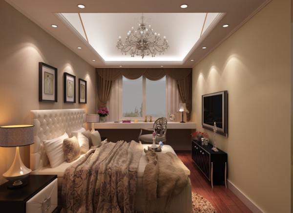 设计理念:卧室是主人休息的区域,主人提倡高度环保,没有过多的造型。 亮点:主卧区域以暖色为基调,浪漫而奢华的气息透过灯饰、家具与陈设低调地表达。。