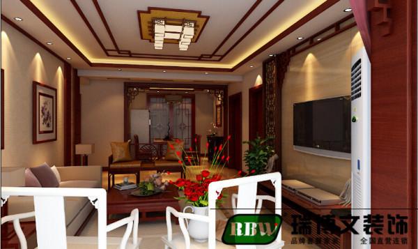 四平八稳的建筑空间,则反应了 中国社会伦理的观念。中式建筑的另一特色是木材结构的间架,正面为门。