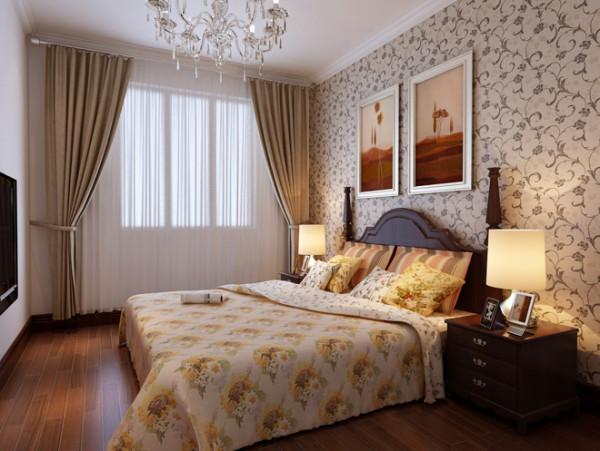 卧室的设计相较于客厅、餐厅,少了沉稳,多了一些温馨浪漫,尤其是碎花壁纸,很有乡村田园的清新感。
