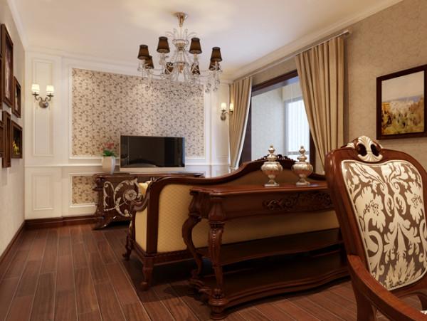 美式乡村风格,在选色和择料方面都选用的是美式乡村特有的材料和颜色,深棕色实木地板,碎花壁纸,实木质家具,以及油画墙饰,都给人一种务实、成熟的感觉