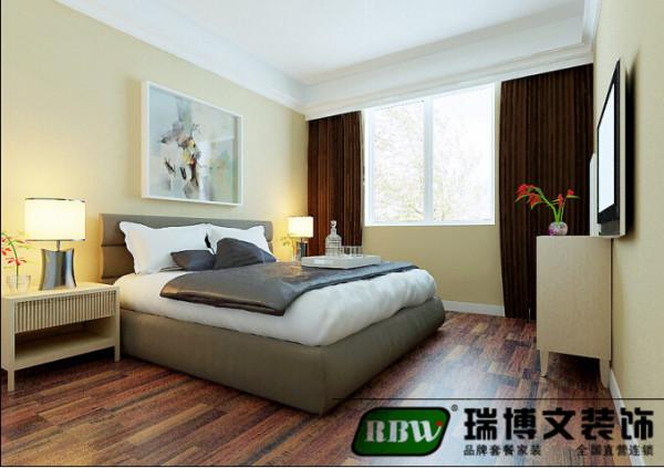 卧室的空间是铺的木地板,为了脚感,还是还比较小,也是为了防止还是有个磕磕碰碰的,才最终选择了圣象的木地板