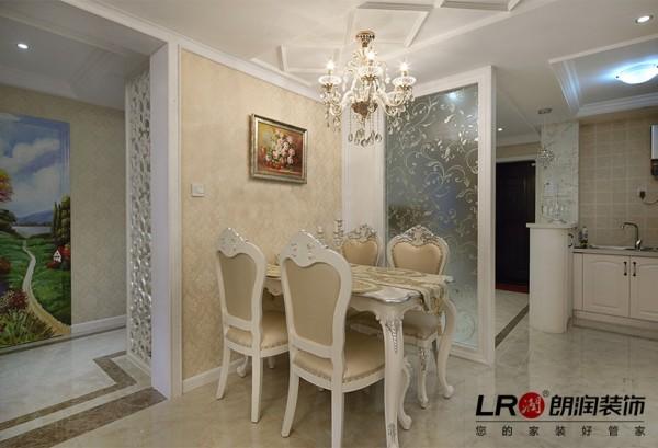 温馨舒适的用餐环境也是居家中最最注重的部分,设计师充分利用了墙纸和造型完美呈现了我们的居家感觉噢!