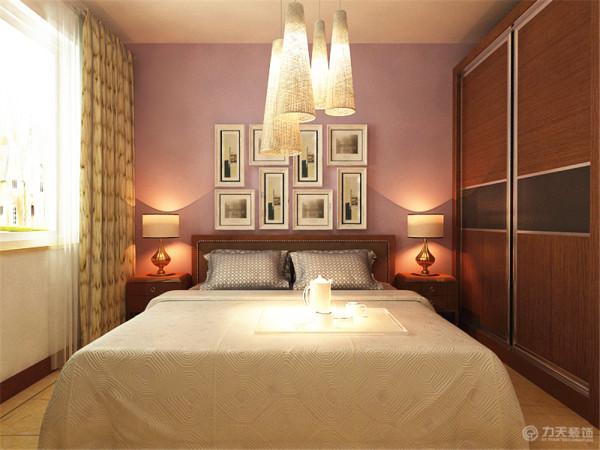 床头背景墙为紫色系的乳胶漆,其他颜色为白色乳胶漆,床和衣柜的风格为现代风格,其他设计按常规设计和布局,风格与整体风格一致。