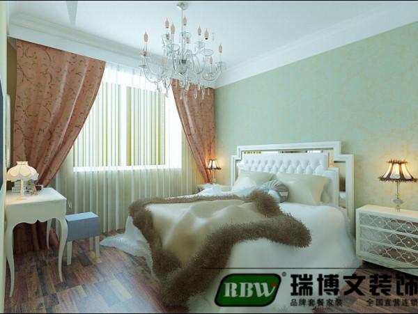 卧室就是比较简单的色漆,业主比较简单的配了梳妆台和欧式的床,其实真的很难定义是什么样的风格,