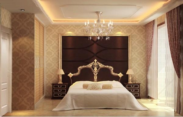 淡黄色的色调与欧式家具和暗红色背景墙相搭配,烘托出高贵典雅的气息,温馨却不失高贵!