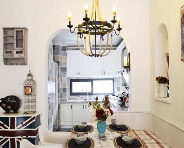 厨房实景图,拱形厨房门。