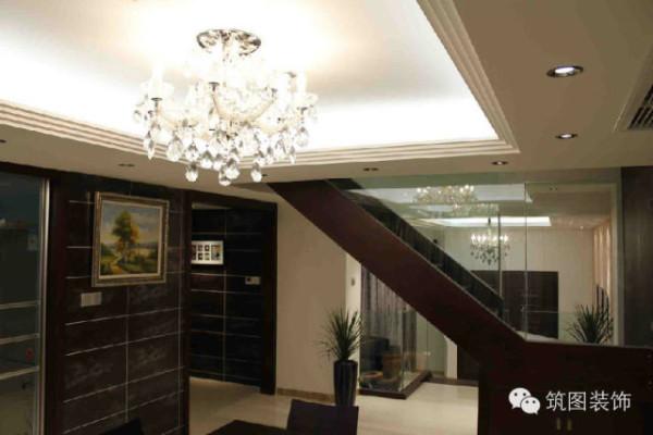 钢化玻璃楼梯扶手,给人通透感