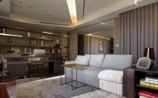 运用空间本身特性,细腻刻划人文况味,开放的书架以镜面引出现代质感,灯带的铺设走位也让空间增添层次感,营造属于屋主的品味空间。