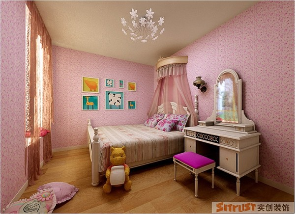 设计师将此房打造为一个梦幻童话世界,粉嫩的壁纸和床品是重点搭配。