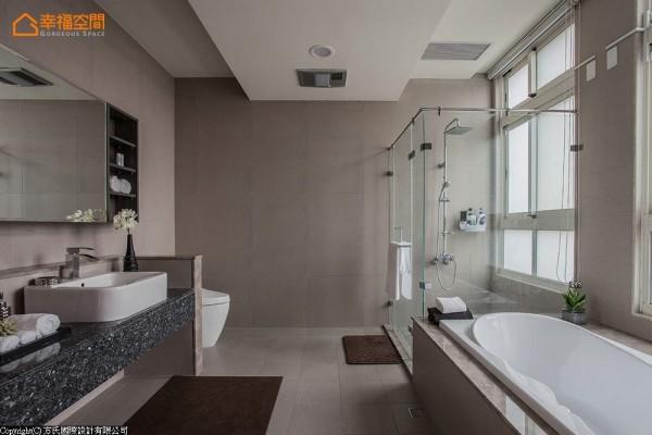 主卧房的卫浴中,以明亮雅致的色彩,营造国际饭店般的高质量享受。