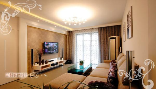 客厅左侧设置欧式门廊,空间视觉上开阔和明朗,几何的布局将空间合理的分割,从客厅望去,从顶部至下方呈现完美的对称;