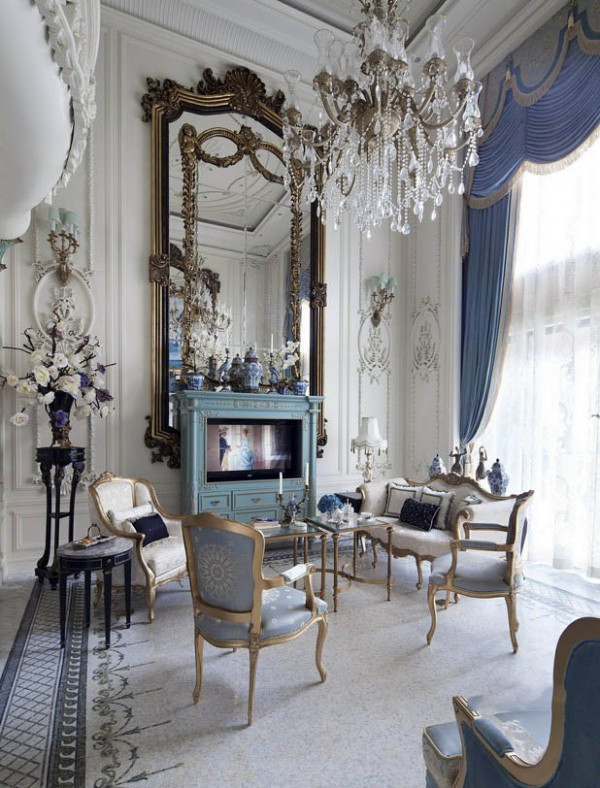 """充满诱惑的""""蓬皮杜""""色和法式青色,构造""""步移景移""""""""层层节点""""的精致景致。 超大露台夜景效果,呈现出别墅的奢华居住感官,在230平层豪宅里享受别墅级生活。"""