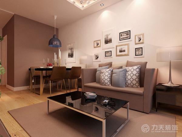 沙发背景墙为白色乳胶漆,配以照片墙,顶面的不同造型可以区分不同的空间,客厅为回字形吊顶,内置灯带,和筒灯
