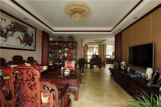 家具都是木制的,体现了浓厚的中式情调