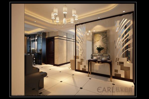 沙发背景与入户玄关为一体,中间石材,两边为对称亚克力板镂空花纹,与电视背景相对应,给人一种大气的空间感,石材上一副大镜框画,玄关桌上放置一些小饰品,精致美观。整个客厅空间充满灵动,畅通感。