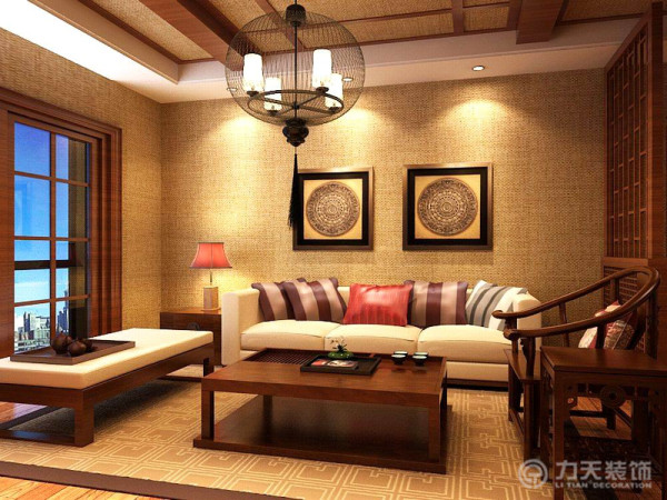 在客厅边缘用隔断来分隔空间,显得比较有层次感。隔断是用实木做出结实的框架,以固定支架,中间采用方格状的传统图案。