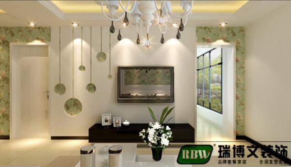 电视背景墙是入户的一个亮点,本案用的是简单的石膏板造型搭 配小碎花的壁纸,电视墙的造型也是和阳台的垭口相互搭配的,简单温 馨。