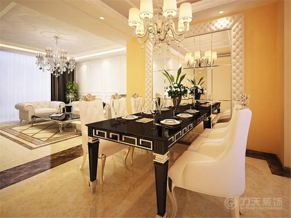 设计师根据本次户型的大小以及实用功能的需要改变了原有餐厅的位置,扩大了用餐区域的面积,放置了一组可满足六人用餐的餐桌椅。