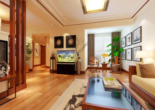 面对客厅过道的墙面,放置一个鱼缸既调节了空气湿度。又给安静的家具环境带来了生机。鱼缸两边摆设品让鱼缸与整体风格有了完美的结合。