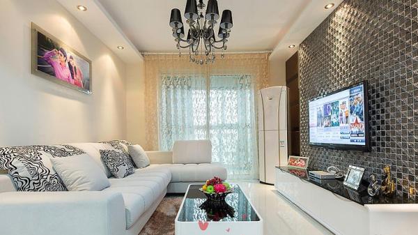客厅比较小,心思主要在电视背景下了些,其他只要简单温馨就好了。