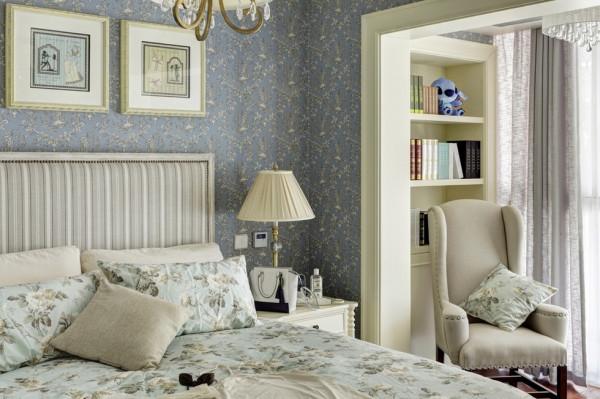 卧室与书房紧邻,多了一些随意与自然