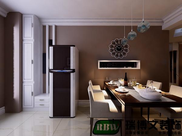 墙面选择色漆,装饰效果强烈,加上灯光的配合,使整个空间温暖不失单调。