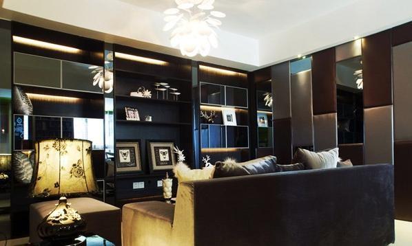 客厅里的设计我非常喜欢,软包很气派,加上镜面的效果,真是绝配呀,看上去超豪华。