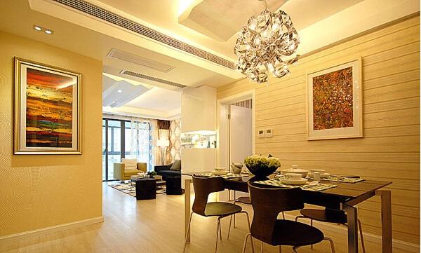 小餐桌和餐椅的咖啡搭配绿意水晶,很温馨典雅的视觉盛宴,在你就餐之中给你温情。