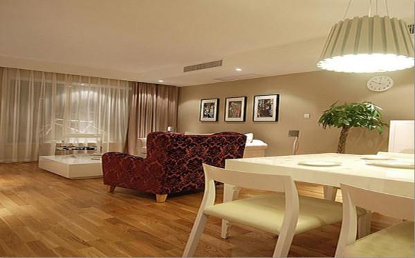 客厅简约又不缺少温馨,雅致又不缺少浪漫,偏洛可可家具的搭配使整体风格更具深入人心。整体卫生间在注重实用功能的前提下,搭配马赛克的拼图,和素面砖的配合,时尚而不缺雅致。