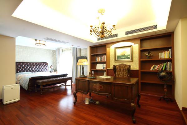 主人的书房旁边设置休息区,疲乏之余可以在此略微小憩,舒服惬意;这一功能空间布局对于室内空间较大的业主来说是可以考虑的,该空间采光也尤为优越;