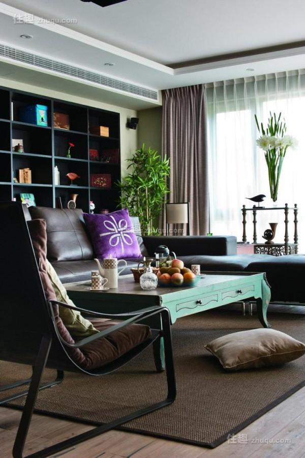 家具的选择也很讨巧,没有一味的选择最正统的中式家具。
