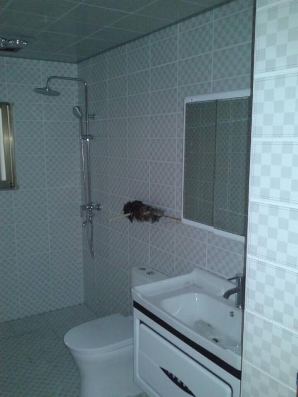 选择的名致的皮纹砖,非常有质感;洁具选的鹰卫浴六件套。