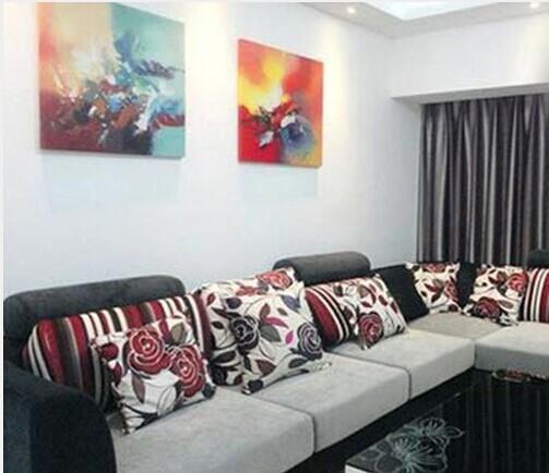 业主需求1:客厅空间小,摆不下大沙发。但是有五口人,又需要客厅有足够的座位,怎么办?