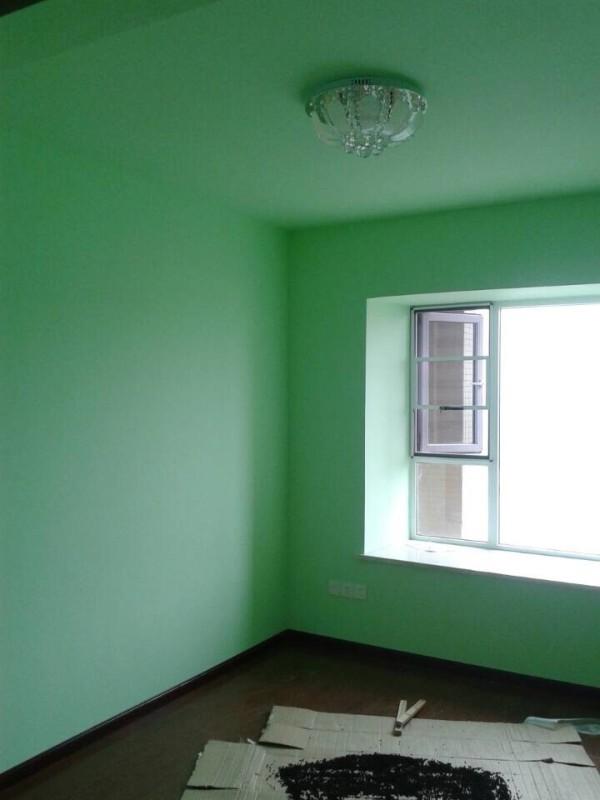 儿童房乳胶漆刷的绿色,比较清新。